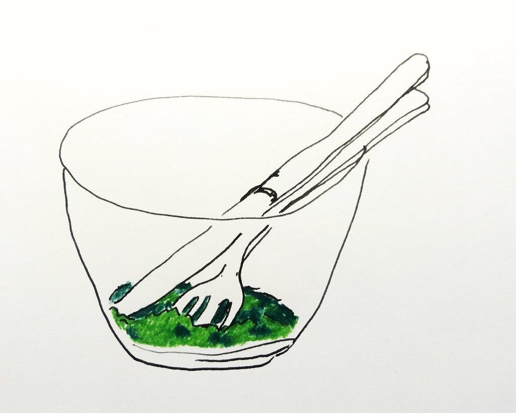 En skål med uppäten sallad